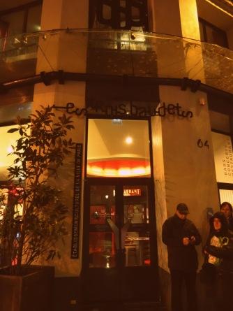 Façade de la salle de spectacle parisienne Les Trois Baudets - 1er novembre 2013